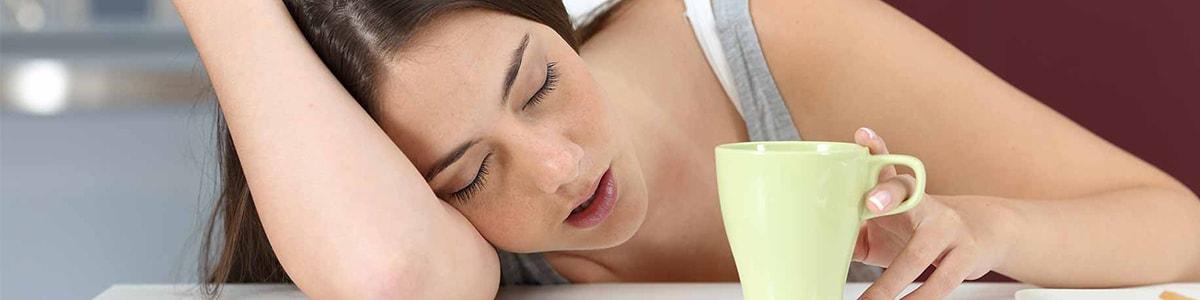 trastornos del sueño en valencia - Mujer dormida desayuno