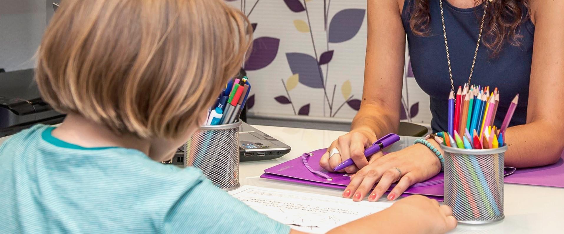 psicóloga infantil en valencia - psicóloga y niño