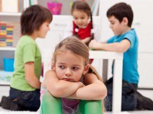 psicóloga infantil en Valencia - niña sin amigos