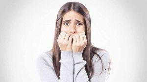 psicólogo para trastornos de ansiedad en Valencia - chica nerviosa