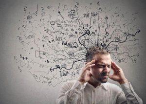 psicólogo para trastornos de ansiedad en Valencia - hombre con pensamientos