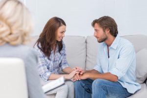 terapia para parejas en Valencia - manos juntas
