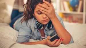 adolescentes y redes sociales - auriculares