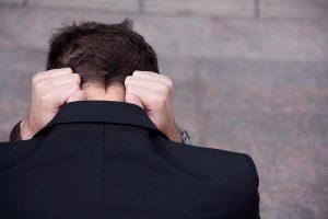 ansiedad en Valencia - hombre agobiado